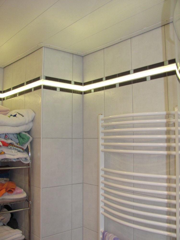 Bild Von Indirekte LED Beleuchtung Für 1,2 Cm Dicke Fliesen 120 Cm Lang
